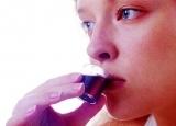 服止咳糖浆的禁忌 服后别立即喝水
