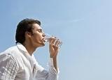 男人性爱前喝杯水 喝水能增强男人的持久力