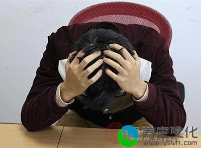 如果身体经常感觉到很疲惫,心情也很抑郁,很有可能是甲状腺功能减退了