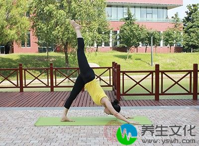 午休的时候练习几个伸展姿势