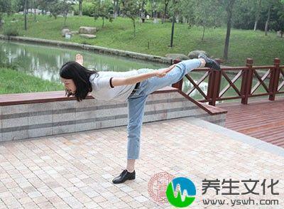 练瑜伽之前我们应该要保持空腹3-4小时