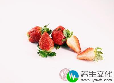 草莓当中含有的鞣酸如果与猪排当中的钙相结合