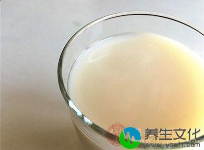 牛奶因为乳白的颜色让人遐想连天