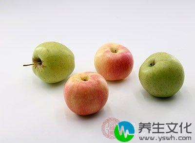 想要减肥的朋友在平时可以多吃一点苹果