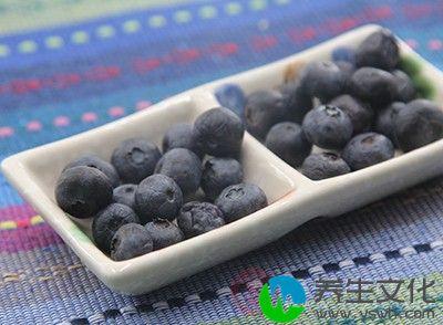 蓝莓本来就可以使得各种水果沙拉变得更漂亮