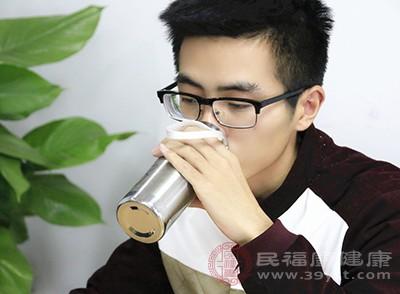 肾结石怎么办 多喝水竟能治疗这种疾病