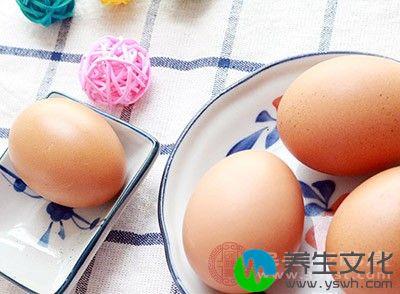 每当秋分的时候,不少人都会找一个鸡蛋放在桌上