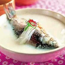 金针鲤鱼汤